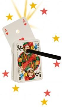 Zaubertrick mit Karten und Zauberstab