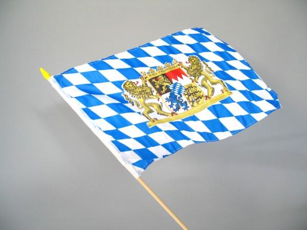 Bayerische Fahne 30x45cm mit Holzstab
