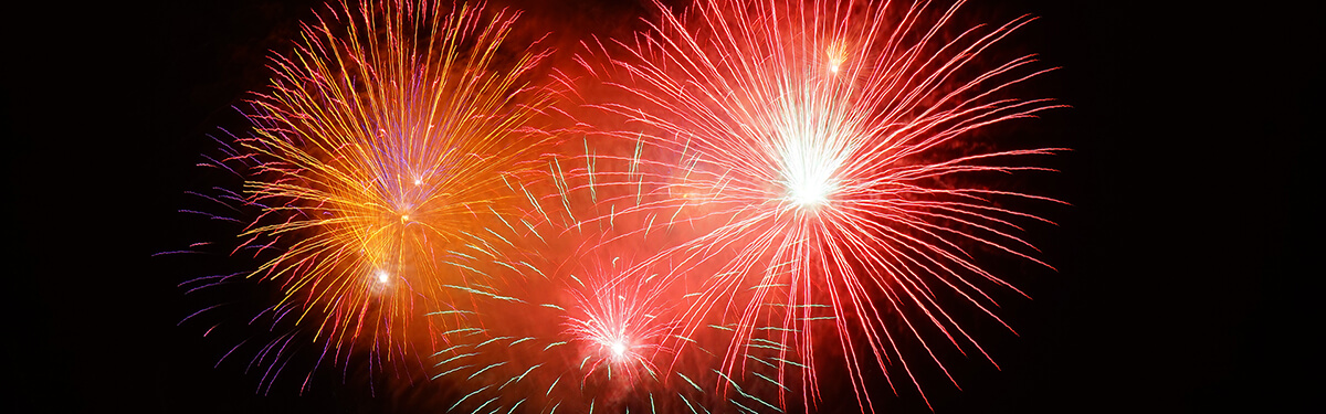 rocket-red-orange-fireworks_1200x375_c